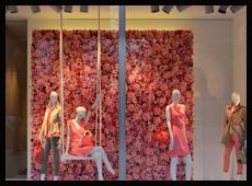 杜塞尔多夫Eickhoff店春季橱窗布置
