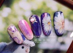梦幻日式长瓣樱花美甲