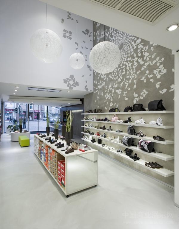 德国BÖ2鞋店设计