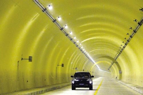 黄斐岭隧道照明效果(图片源自金华日报)