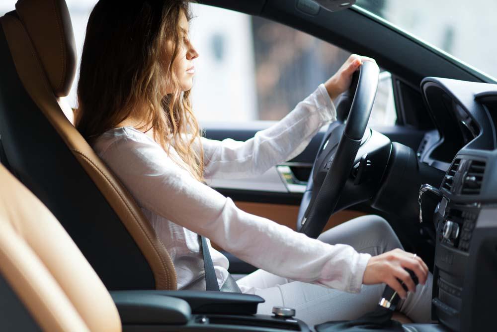 上海旅游车租赁提醒女性开车要注意