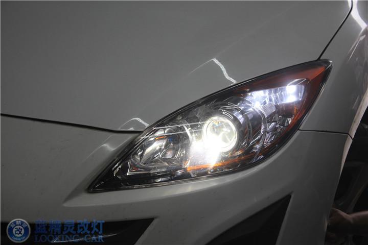马自达马三改装氙气灯 蓝精灵改装汽车大灯 上海改装双光透镜高清图片