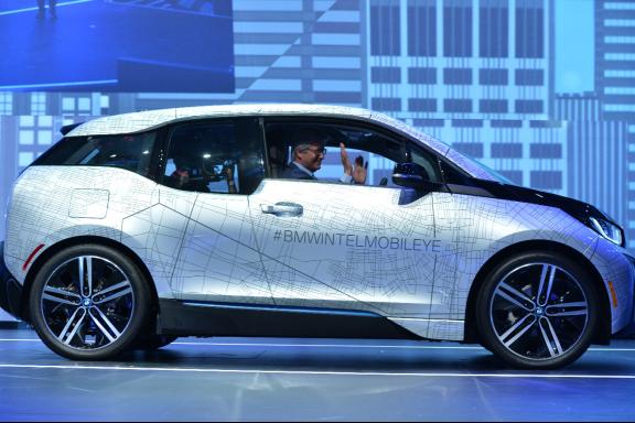 """2021年,宝马出品英特尔""""inside""""的无人驾驶汽车就将上路了"""