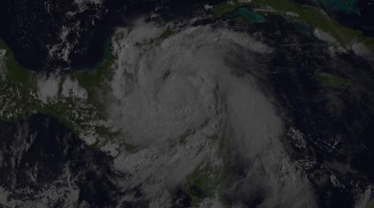伯爵飓风前一天在伯利兹从NOAA卫星于2016年8月3日登陆东去。