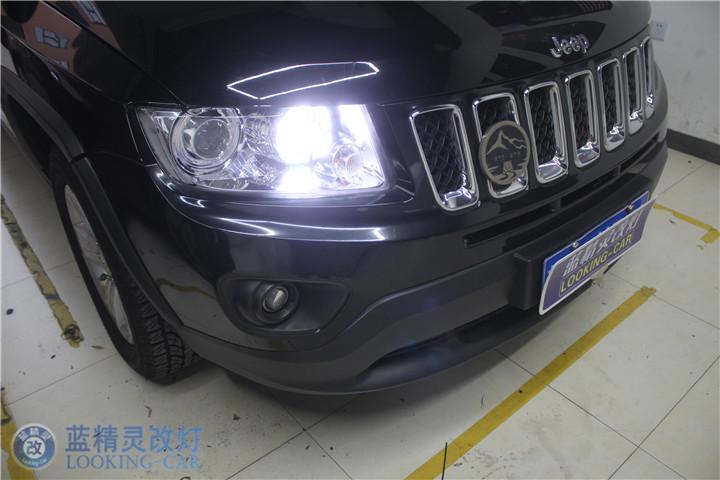 JEEP指南者改装氙气灯 上海改装汽车车灯 蓝精灵改装双光透镜 嘉善高清图片