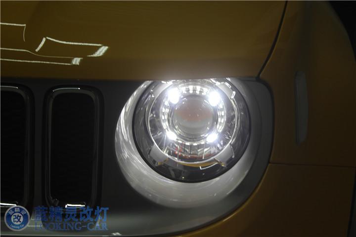 JEEP自由侠汽车灯光升级 上海长宁改装氙气车灯 蓝精灵LED大灯改装高清图片