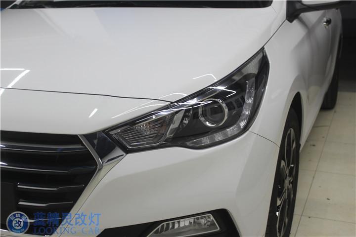 车灯升级 上海汽车灯光改装 蓝精灵LED车灯升级 静安大灯改装高清图片