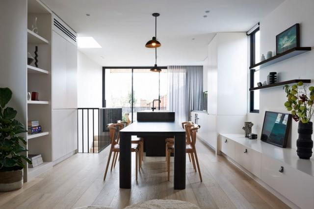 澳大利亚双层住宅设计,营造清爽舒适的生活空间