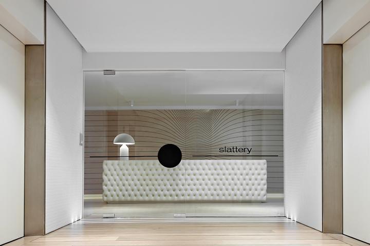 极简现代的办公空间设计  三联