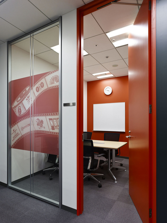 东京创意简约NBC Universal办公室设计