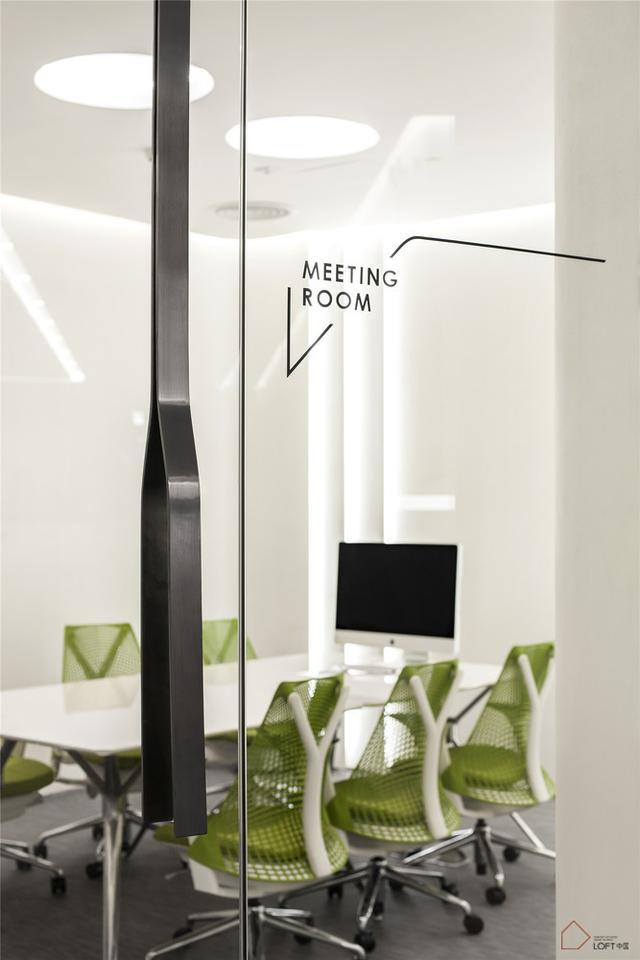 如似例案 流畅的线条和简单的空间布局交织——广州BWM办公室