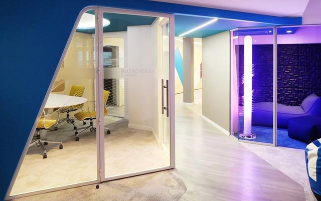 办公空间:法国领英现代风格办事处设计