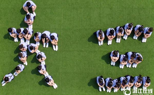 杭州伢儿晒小清新版航拍毕业照