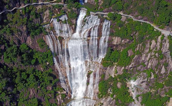 天台山大瀑布中断60年后重现