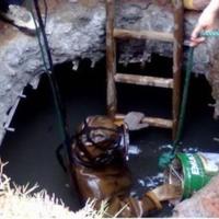潛水員下水封堵