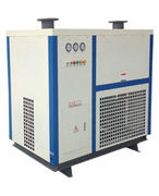 Room temperature water-cooled freeze dryer