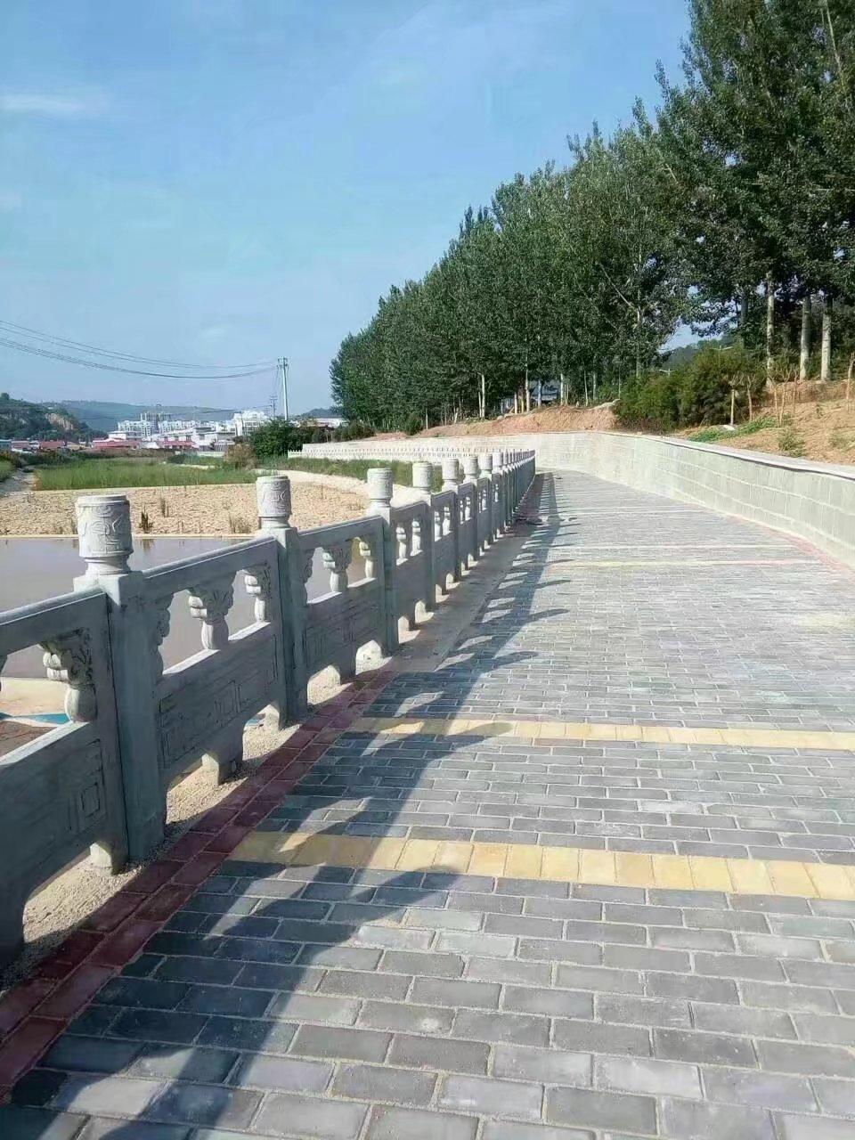 1.6米雕花河堤护栏10.jpg