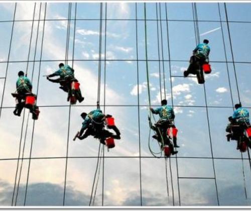玻璃幕墙清洗-为客户提供完善的外墙清洗方案
