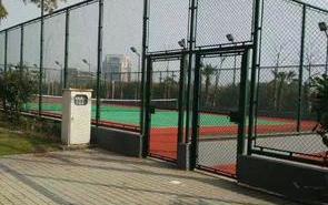 球场围网的安装与调试