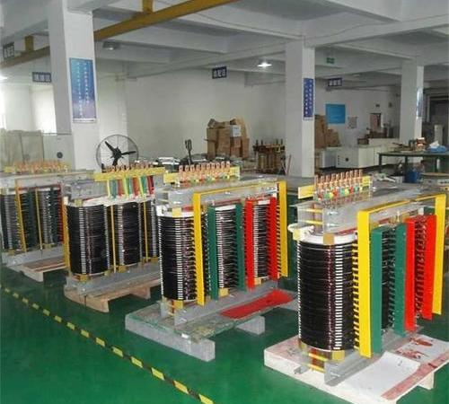 Tunnel multi-tap regulating transformer