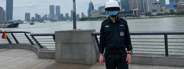 昱瑾AI测温头盔,无接触也能测温