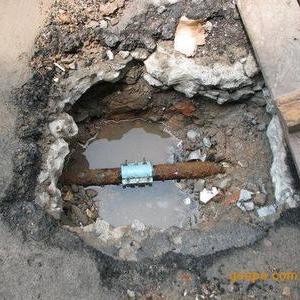 自来水管道漏水抢修