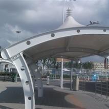七字起顶型膜结构停车棚