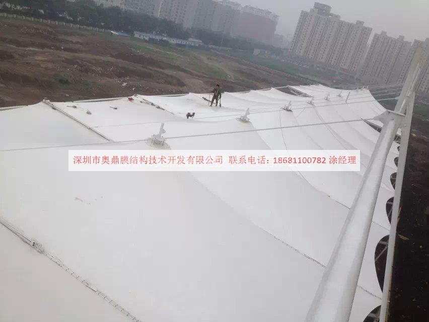 2014年6月唐山大学体育看台123.jpg