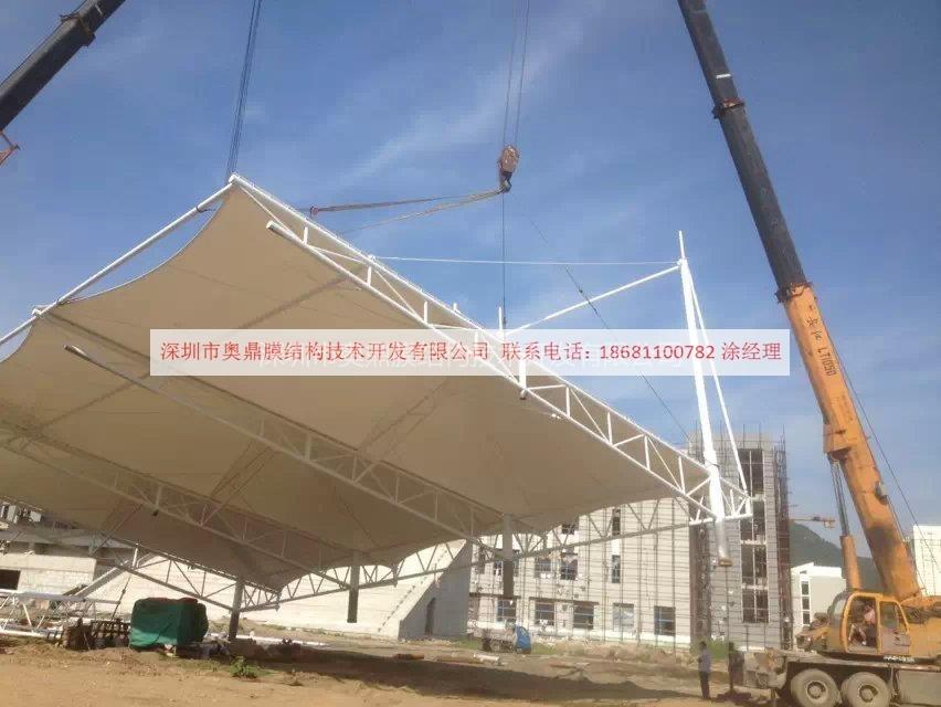 2014年6月唐山大学体育看台吊装.jpg