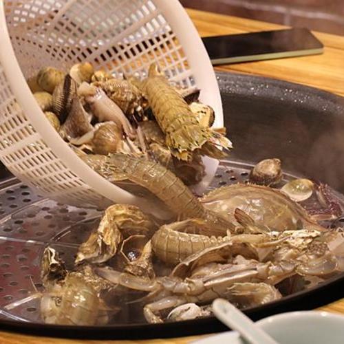入驻东楮岛第一餐:海鲜大锅蒸,好吃又过瘾