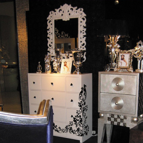 臥室白色鋼琴漆實木梳妝臺帶鏡