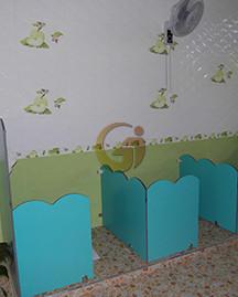 幼儿园卫生间隔断.jpg