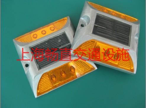 太阳能道钉灯(TA-3-1).jpg