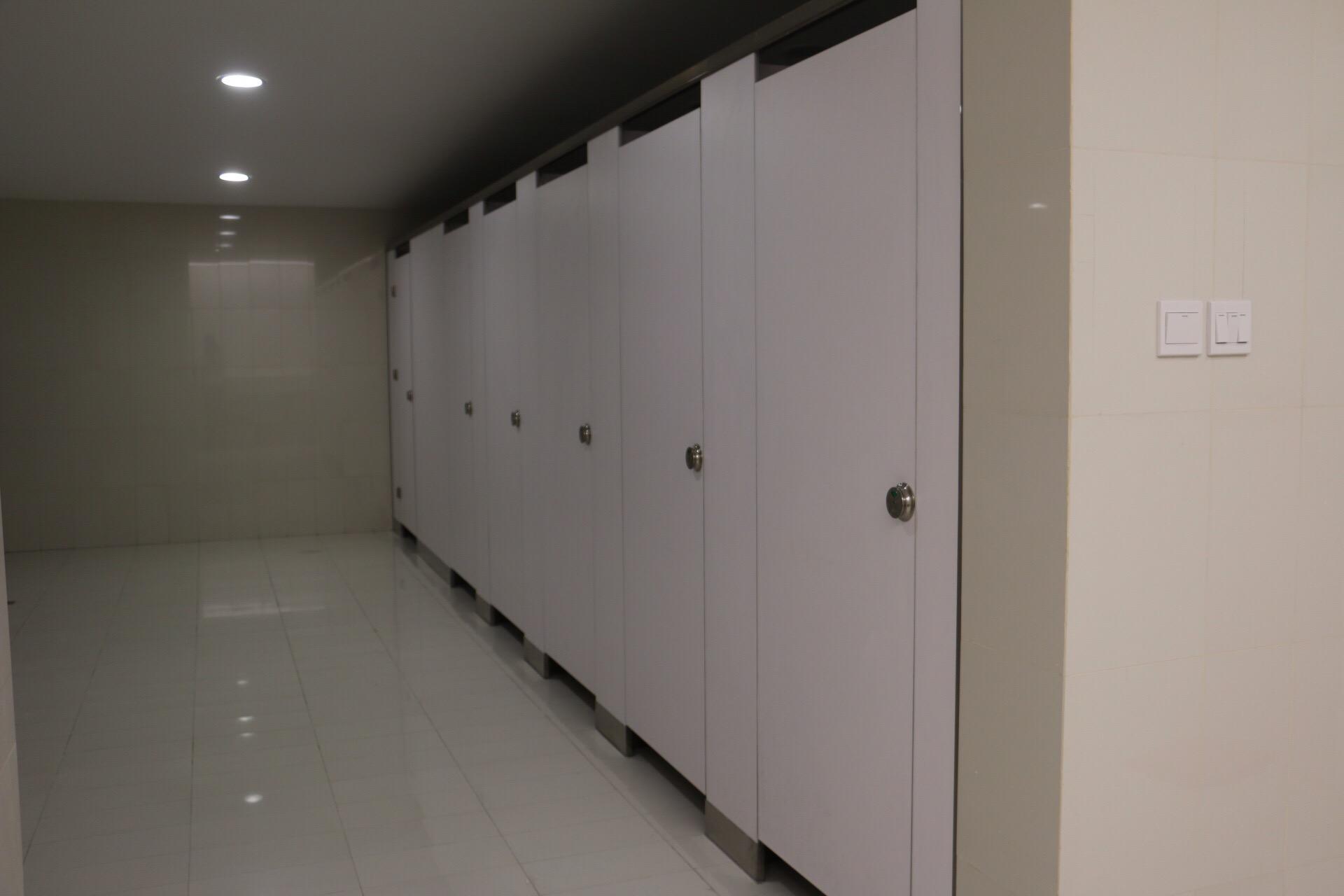 抗倍特板写字楼洗手间案例.JPG