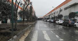 西南某大型家具工厂-3吨站驾式电动牵引车DN36012