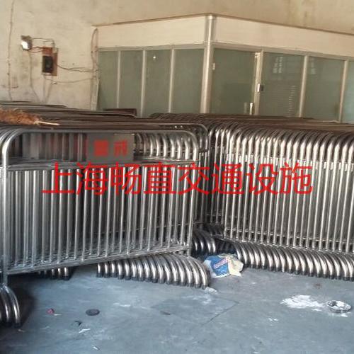 上海迪士尼不锈钢铁马  铁马价格 铁马栅栏规格 铁马生产厂家