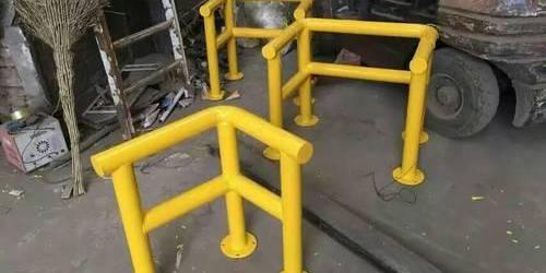 上海钢管防撞护栏杆 铁管围栏 警示栏杆 防撞柱生产厂家