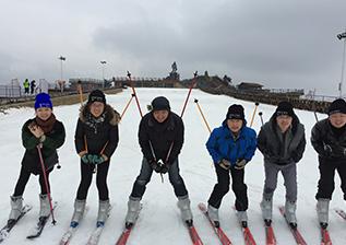 年会滑雪2.png