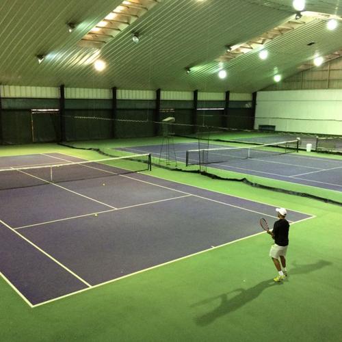 网球场室内与室外伟德国际正网