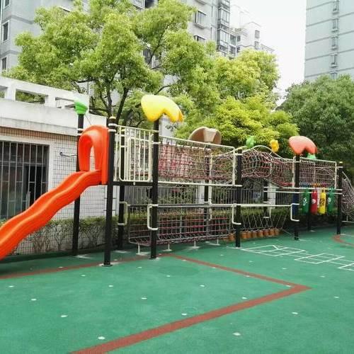 儿童游乐设备和场地