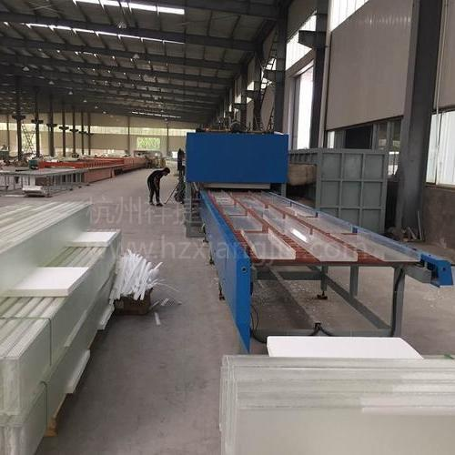 钢化玻璃生产线上