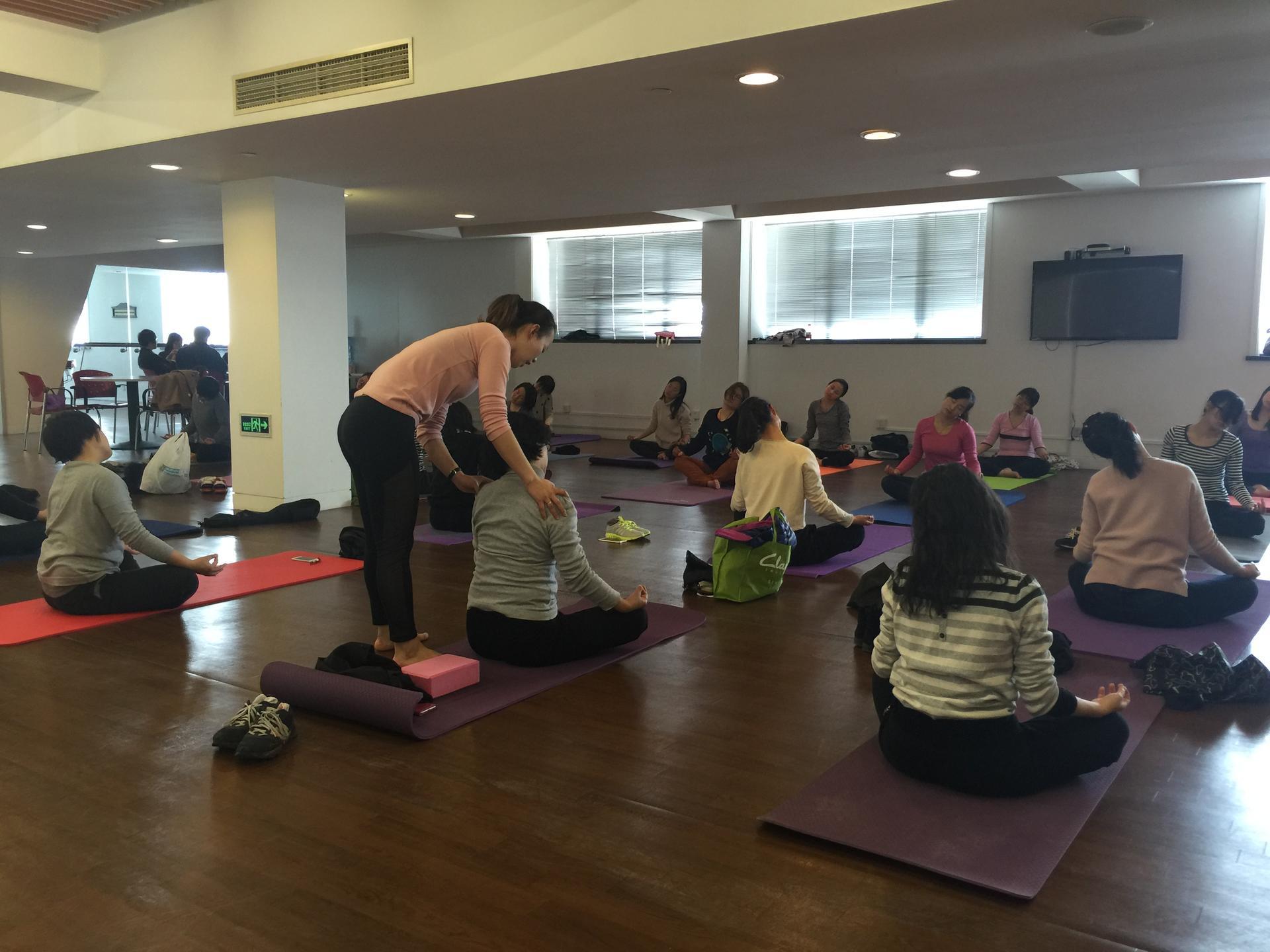 企业瑜伽学习课