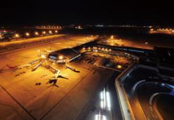 首都之前受���H重国际机场