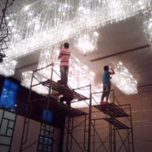 商务大楼水晶灯清洗