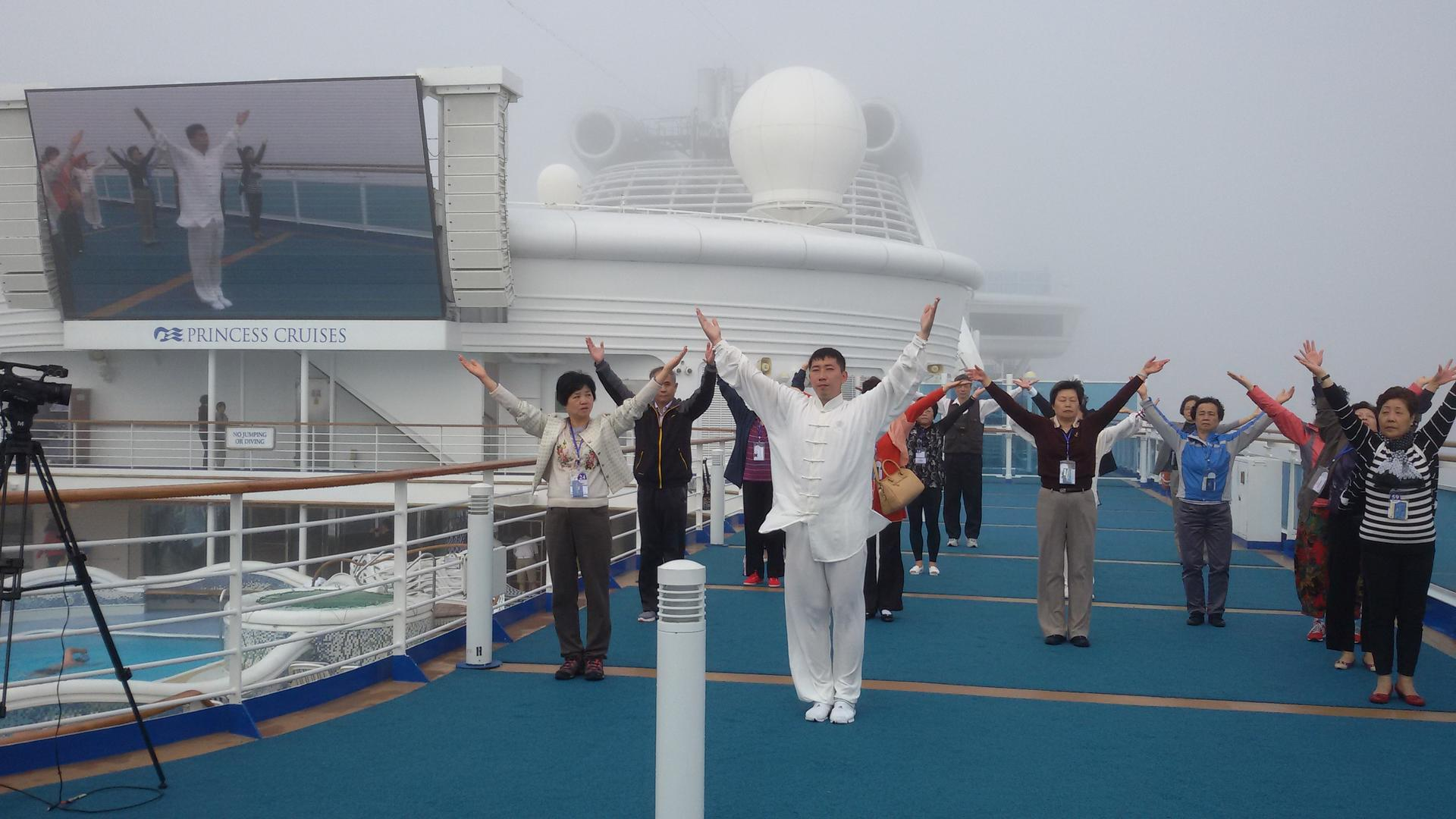 海上太极拳 Sunrise Tai Chi At Sea
