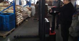 杭州某工具制造公司购买经济型全电动堆高车