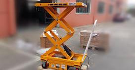 山西某大型液压设备公司----2台电动升降平台车