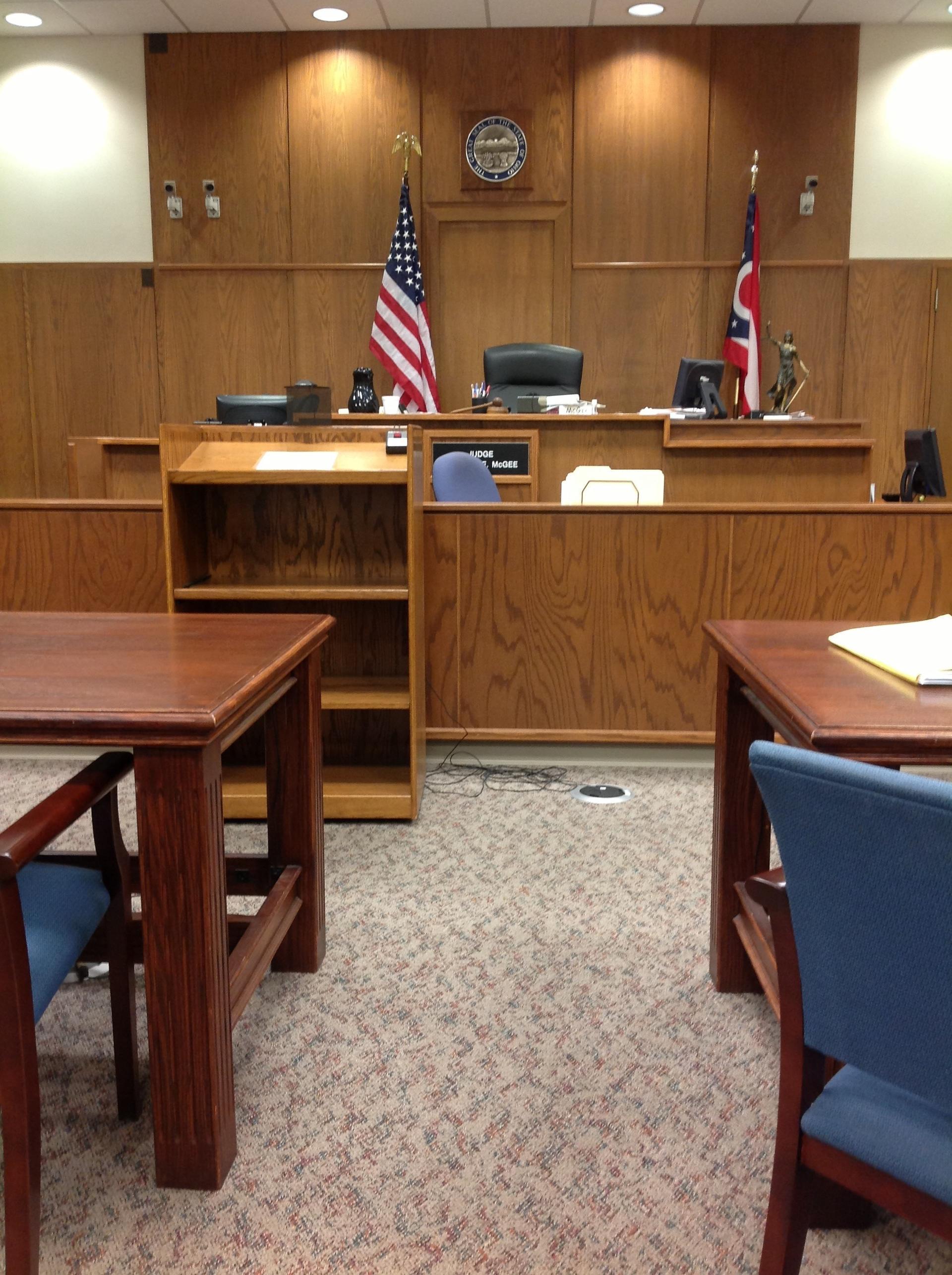 摄图网-严肃的司法法庭.jpg