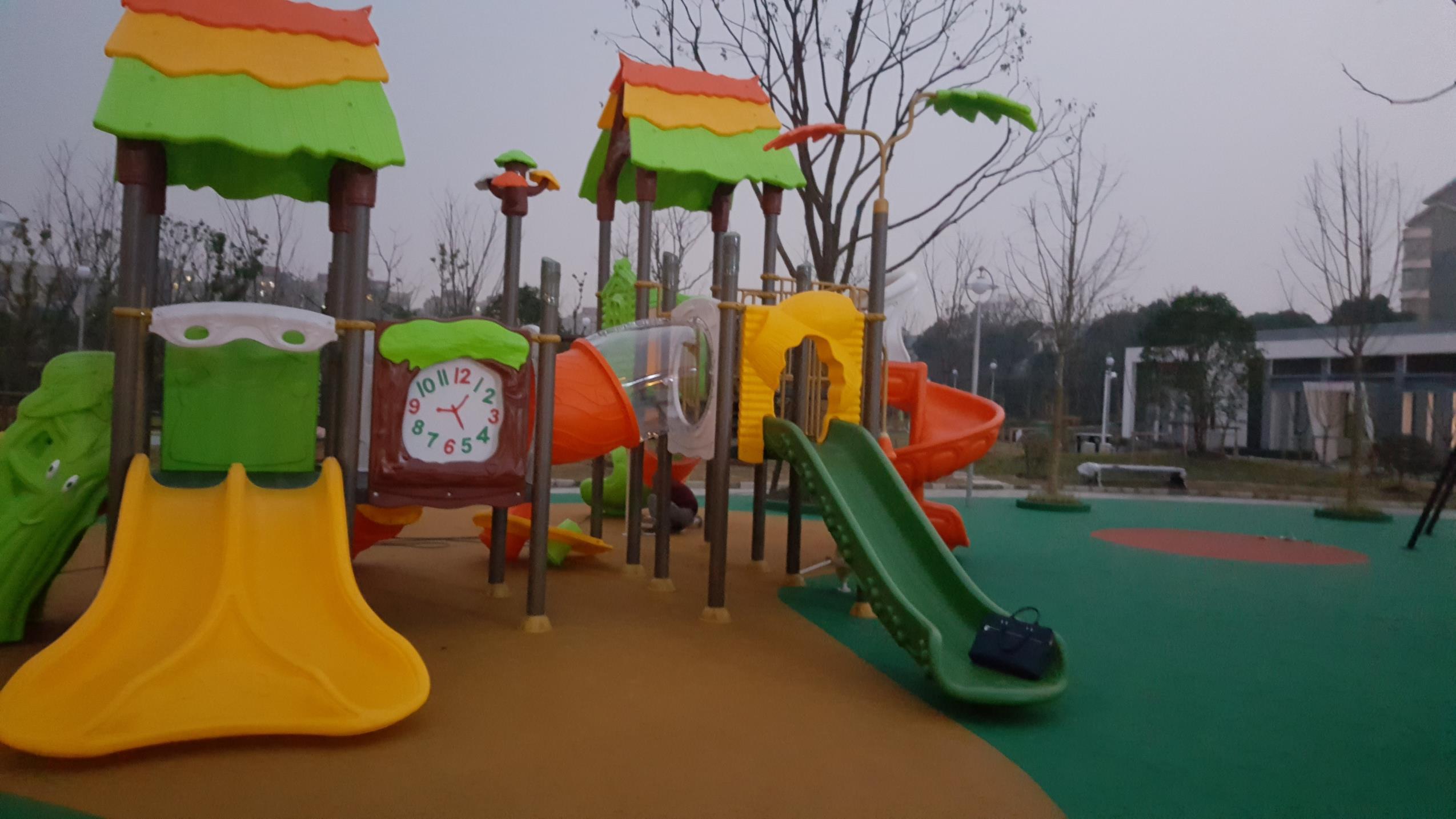 虹桥绿地公园儿童乐园.jpg