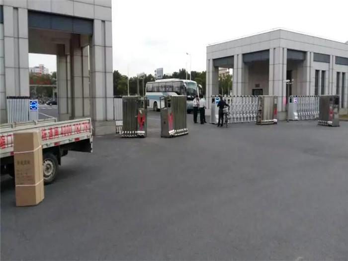 浦东镇政府伸缩案例.jpg